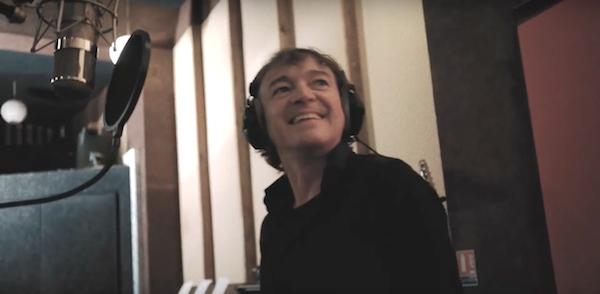 Cali en studio chante Léo ferré